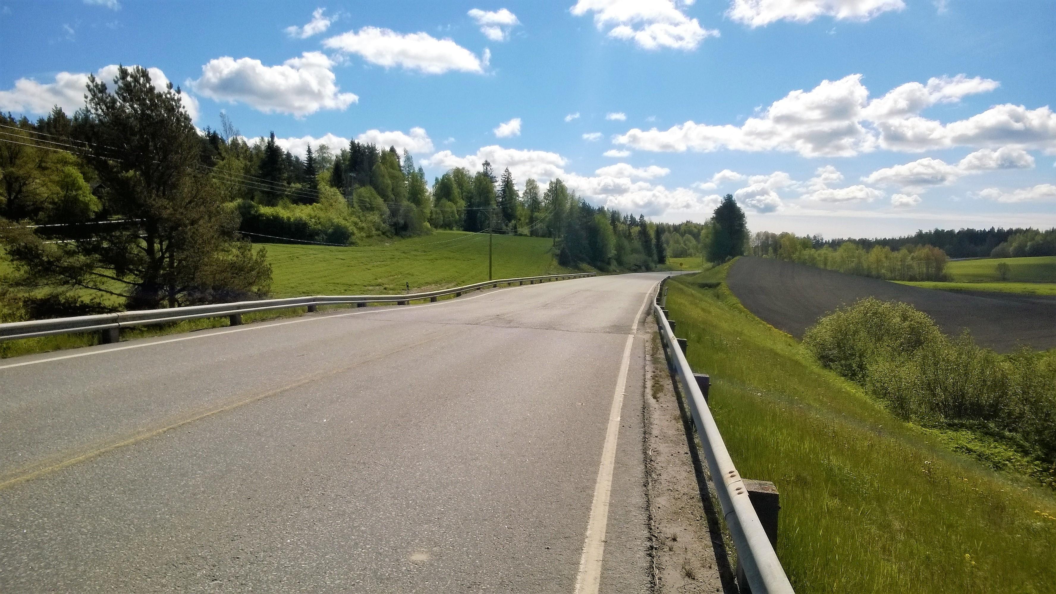 En sättning på landsväg 186 vid Pitkälahti.